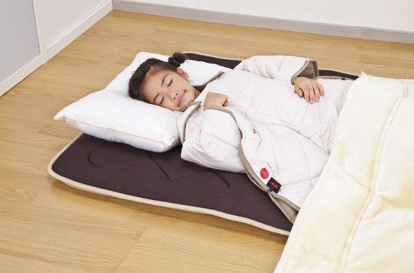 あったかすっぽりケット ショートサイズで寝ているところ